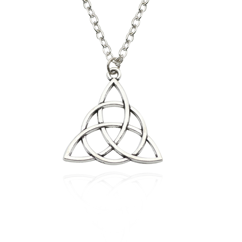Vintage Tibetan Silver Triangle Charm Pendant Necklaces Steampunk Diy Handmade Hollow Triangle Choker Necklaces Pendants Colar